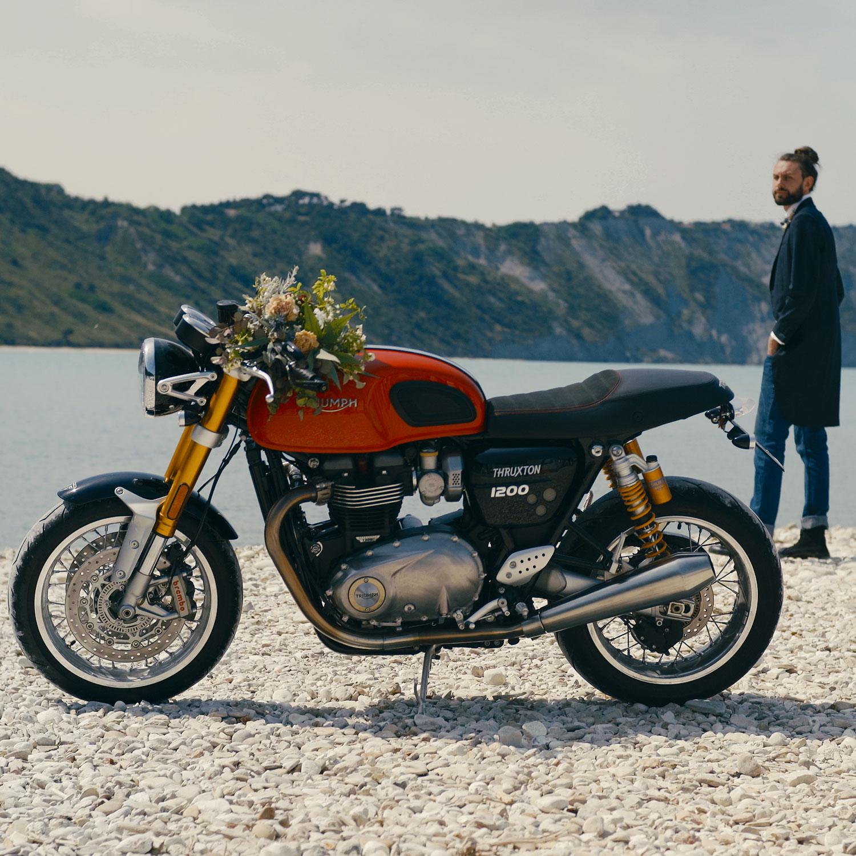 matrimonio in moto sulla spiaggia